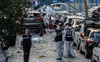 美國國務院基於安全問題,週六要求派駐土耳其伊斯坦布爾(Istanbul)總領事館官員的家庭成員撤離,並對土國東南部發出旅行警告。圖為10月初在伊斯坦布爾的汽車炸彈攻擊。(OZAN KOSE/AFP/Getty Images)
