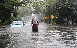10月7日,颶風馬修給美國佛州西棕櫚灘帶來狂風暴雨。( Joe Raedle/Getty Images)