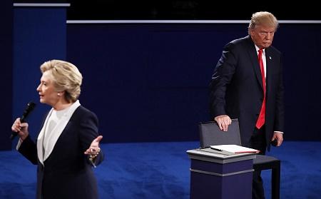 周日晚,美国总统大选第2场候选人辩论,全程火力十足,川普试图巩固支持者,扳回劣势,希拉里则盼维持领先优势。 (Win McNamee/Getty Images)