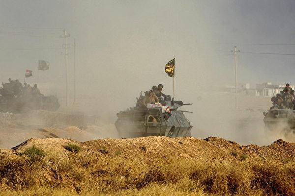 """周一(10月17日),联军正式向极端组织""""伊斯兰国""""(IS)在伊拉克的最后一个据点摩苏尔发起总攻势。 (AHMAD AL-RUBAYE/AFP/Getty Images)"""