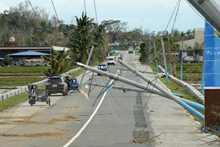 """超级台风""""海马""""肆虐菲律宾北部地区,非正式统计显示,夺走至少7人性命,基础建设破坏严重。(TED ALJIBE/AFP/Getty Images)"""