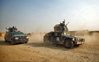 周一,伊拉克军队再次在摩苏尔外围发起猛攻。(AHMAD AL-RUBAYE/AFP/Getty Images)