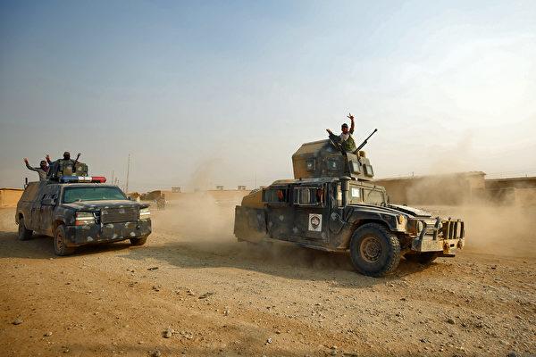 週一,伊拉克軍隊再次在摩蘇爾外圍發起猛攻。(AHMAD AL-RUBAYE/AFP/Getty Images)