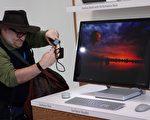 2016年10月26日,微軟發布一系列新產品,其中的Surface Studio的設計性能可以與蘋果Mac桌面型電腦想媲美。(DON EMMERT/AFP/Getty Images)