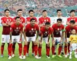 廣州恆大提前兩輪奪得本賽季中超聯賽冠軍,完成六連冠。圖為部份廣州恆大球員。(Zhong Zhi/Getty Images)