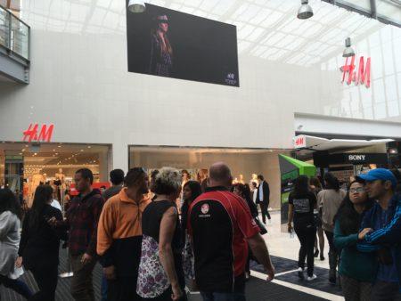 10月1日,H&M時裝店在奧克蘭的第一家分店正式開業。