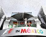 汉密尔顿获得F1墨西哥站冠军,他的车手积分仍落后队友小罗19分。 (Lars Baron/Getty Images)