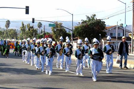 """一年一度罗兰岗""""马车节游行""""10月15日上午盛大举行,60个团体参加。(袁玫/大纪元)"""