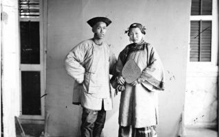 L0056429 Amoy man and woman by John Thomson Credit: Wellcome Library, London. Wellcome Images images@wellcome.ac.uk http://wellcomeimages.org Amoy, Fukien province, China: a married couple, standing. Photograph by John Thomson, 1870. 1870 By: J. ThomsonPublished:  -   Copyrighted work available under Creative Commons Attribution only licence CC BY 4.0 http://creativecommons.org/licenses/by/4.0/