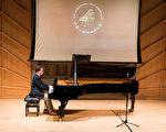"""本届大赛""""杰出演奏奖""""获得者、美国选手帕克(Daniel Parker)是纽约茱丽叶音乐学院的钢琴专业在读硕士研究生。(戴兵/大纪元)"""