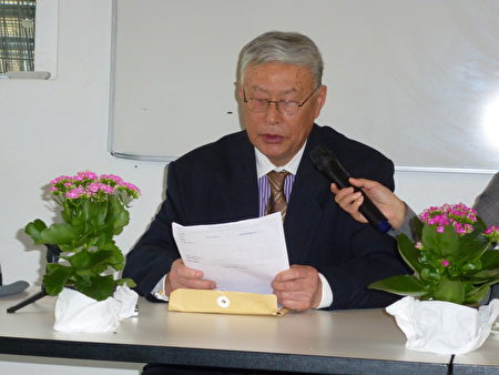 旅丹异议人士杨光先生向听众介绍他在国内朋友所披露的大规模活摘法轮功学员器官的内幕。(林达/大纪元)