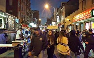 """费城华埠发展会在在费城唐人街主办的""""华埠夜市""""吸引了众多的中外食客。(米雪尔/大纪元)"""