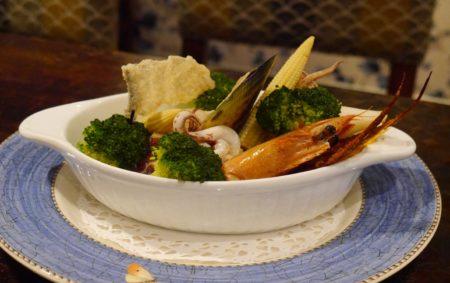 帕莎蒂娜義大利屋雙人分享餐主餐有利用多種最新鮮的海鮮食材烹調的幽靈海盜船。(方金媛/大紀元)