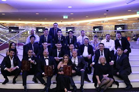 公司成員共同出席了8月27日在Star City 舉行的頒獎活動,獲得三個獎項。(提供)