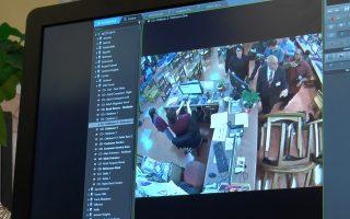 裝了新攝像頭後,通過一台電腦就可以看到圖書館整個3層樓的情況。 (韓瑞/大紀元)
