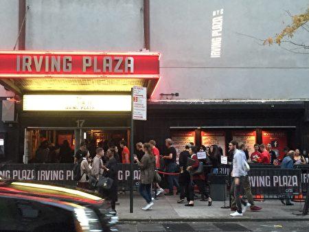 10月17日黑人饒舌歌手在Irving Place舉辦演唱會時遭到華人抗議。