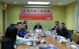 市主计长斯静格访纽约华人总商会。 (林丹/大纪元)