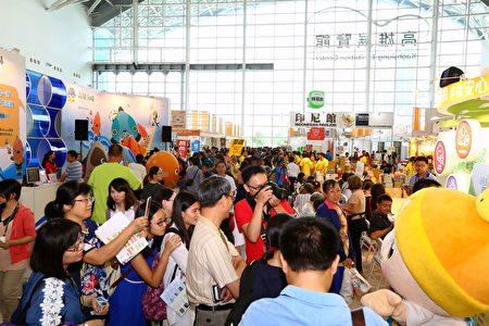 2016年高雄國際食品展,周末連假展場參觀人潮熱鬧滾滾。(外貿協會提供)