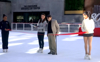 奧運會花樣滑冰银牌选手薩莎·科恩(左二)與芭蕾舞舞蹈家愛德華•維萊拉(右二)共同剪綵。 (莊翊晨/大紀元)