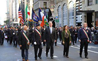 纽约警察局新局长奥尼尔走在游行最前面。 (施萍/大纪元)