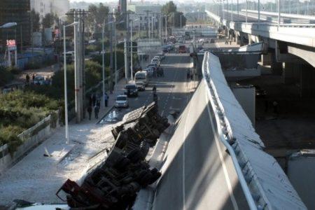 哈尔滨阳明滩大桥引桥发生坍塌,4辆大型货车坠桥,3人遇难5人受伤。(网络图片)