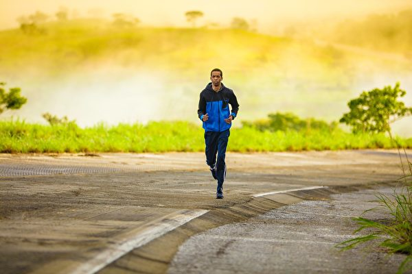 研究:生气紧张时猛锻练 心肌梗塞风险乘三
