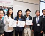 过往新学友为SAT800分学生颁发奖学金。(湾区辅导机构新学友提供)