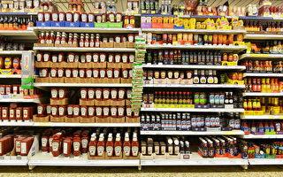 有人目睹雜貨店把大量過期的食品扔掉,覺得很可惜。(Shutterstock)