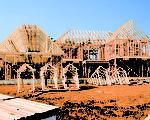 刚刚盖好结构的毛胚屋。(Shutterstock)