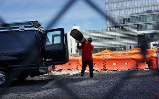 一名工人在布碌崙威廉斯堡的一個工地上工作。 (Spencer Platt/Getty Images)