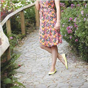 洋装品牌Marilyn Moore;鞋子品牌Diane von Furstenberg。(商周出版社提供)