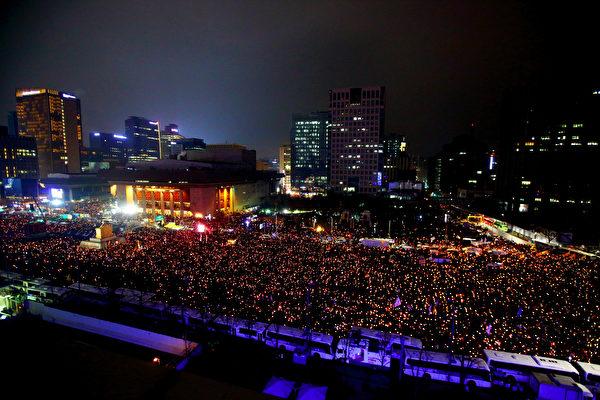 韓民眾大型示威 寒風中怒吼「朴槿惠下臺」