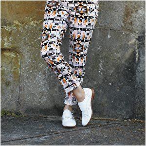 长裤品牌Bimba Y Lola;僧侣鞋品牌Northern Cobbler。(商周出版社提供)