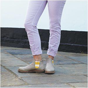 灯芯绒裤品牌Donna Ida;狩猎靴品牌Penelope Chilvers。(商周出版社提供)