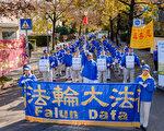 11月4日,來自全歐洲各個國家的部分法輪功學員在慕尼黑中領館前抗議中共對法輪功的迫害,天國樂團打頭陣。(沈力/大紀元)