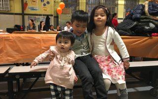 因為有三個小孩,陳小姐經常要和學校員工打交道。 (于佩/大紀元)