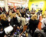 如果打算在感恩节周末购物,有多种选择。(STAN HONDA/AFP/Getty Images)