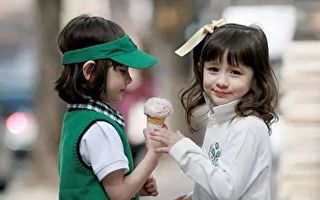 Naomi(娜奥美)和Lisa(丽莎)是美韩混血,号称全球最美混血双胞胎。(图片来源:http://beauties.life)