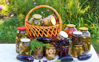 天然发酵泡菜可提供人体大量的5-羟色胺,有助于改善抑郁焦虑。所含益生菌则可促进肠道健康,研究证实也关联到情绪。(Fotolia)