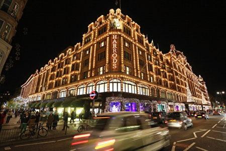 哈洛德百货(Harrods),世界最负盛名的百货公司,贩售奢华的商品,位于伦敦肯辛顿-修尔斯区的骑士桥上。(Oli Scarff/Getty Images)