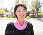 3月25日中午,硅谷华人团体超过百人在州议员罗达伦(Evan Low)的办公室外举行了近2小时的抗议活动。图为硅谷社区活动人士袁倩。(马有志/大纪元)