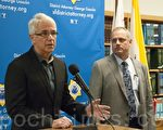 11月1日,旧金山市地检长贾斯康(George Gason,左)和选务处处长约翰‧恩兹(John Arntz,右)表示,将合作共同维护选举秩序。(周凤临/大纪元)