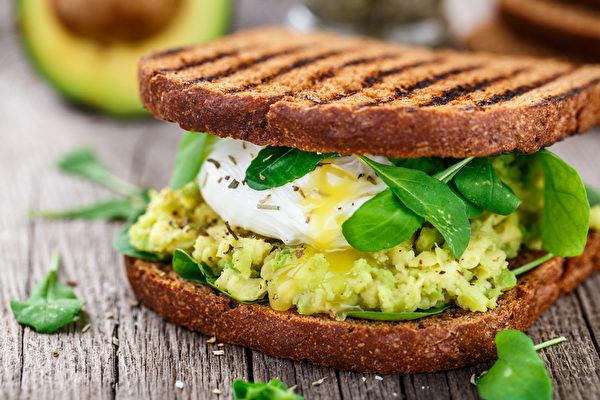 營養學家:早餐吃這三樣 抵抗抑鬱消沉