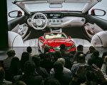梅賽德斯-奔馳S650 Cabriolet精緻豪華敞篷房車,一部要價24萬7,900 美元,全球限賣300臺。(曹景哲/大紀元)