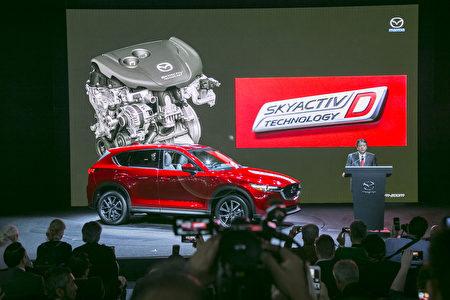车厂轮番发表新车款 洛杉矶车展进入高潮
