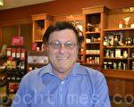 新当选的库柏蒂诺市议员斯蒂文•夏。(梁博/大纪元)