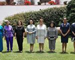 APEC经济领袖代表宋楚瑜女儿宋镇迈(右1)19日(当地时间)在利马,和领袖代表夫人及眷属前往拉尔哥博物馆参观。(APEC代表团顾问李鸿钧提供)