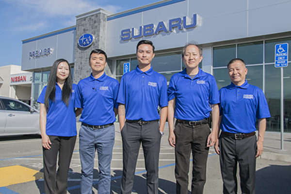 Premier Subaru of Fremont的5位华人销售。(曹景哲/大纪元)