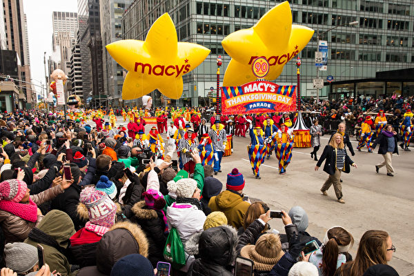 組圖:紐約第90屆梅西感恩節大遊行 | 卡通人物氣球