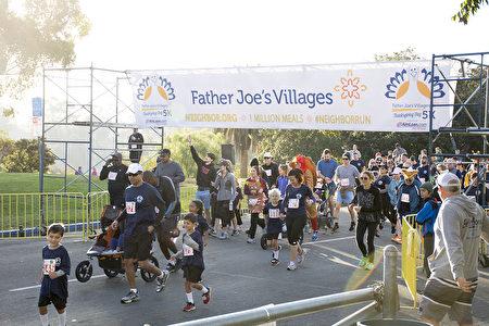 感恩节圣地亚哥多地举行慈善路跑